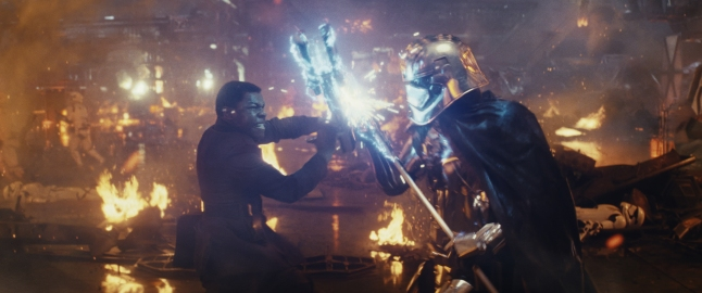 Star-Wars-The-Last-Jedi-Finn-vs-Captain-Phasma geeks of doom